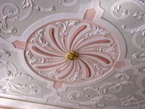 ruža na plafonu