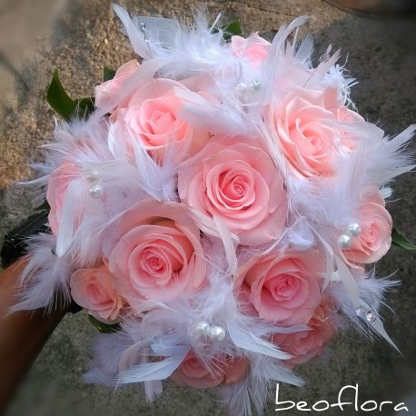 Bidermajer Beoflora nezno roze ruze i perje