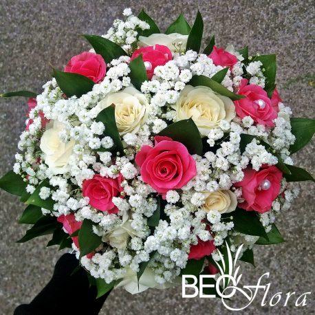 bidermajer beoflora roze i bele ruze sa gipsofilom