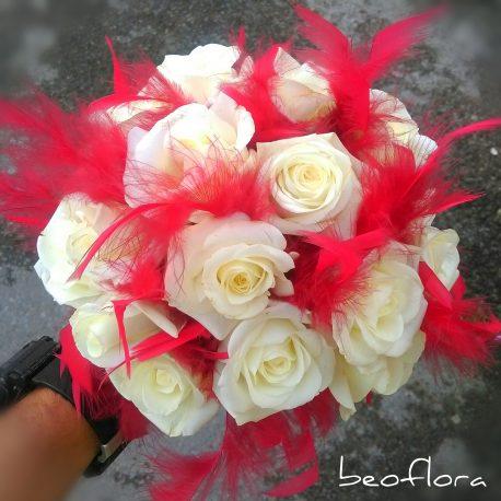Bidermajer Beoflora bele ruze i crveno perje